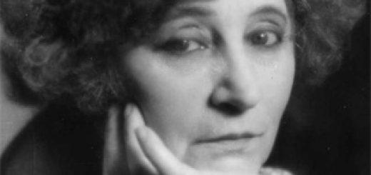 Colette, de son vrai nom Sidonie-Gabrielle Colette, est une romancière française, née à Saint-Sauveur-en-Puisaye le 28 janvier 1873 et morte à Paris le 3 août 1954. Elle est élue membre de l'Académie Goncourt en 1945.